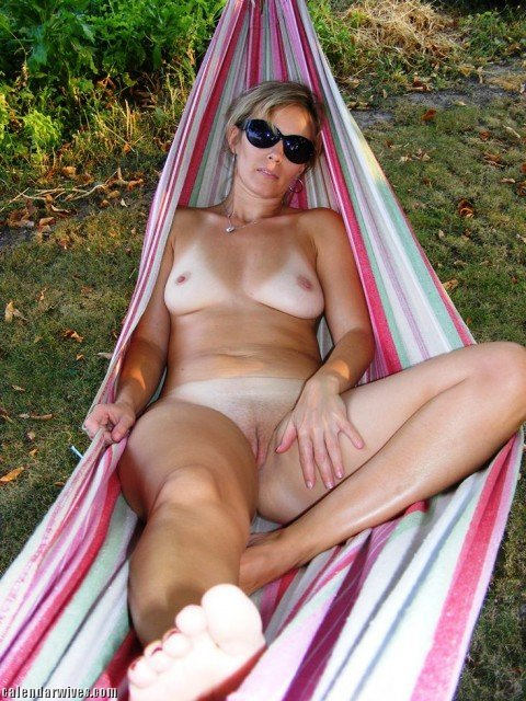 Naked wife rate