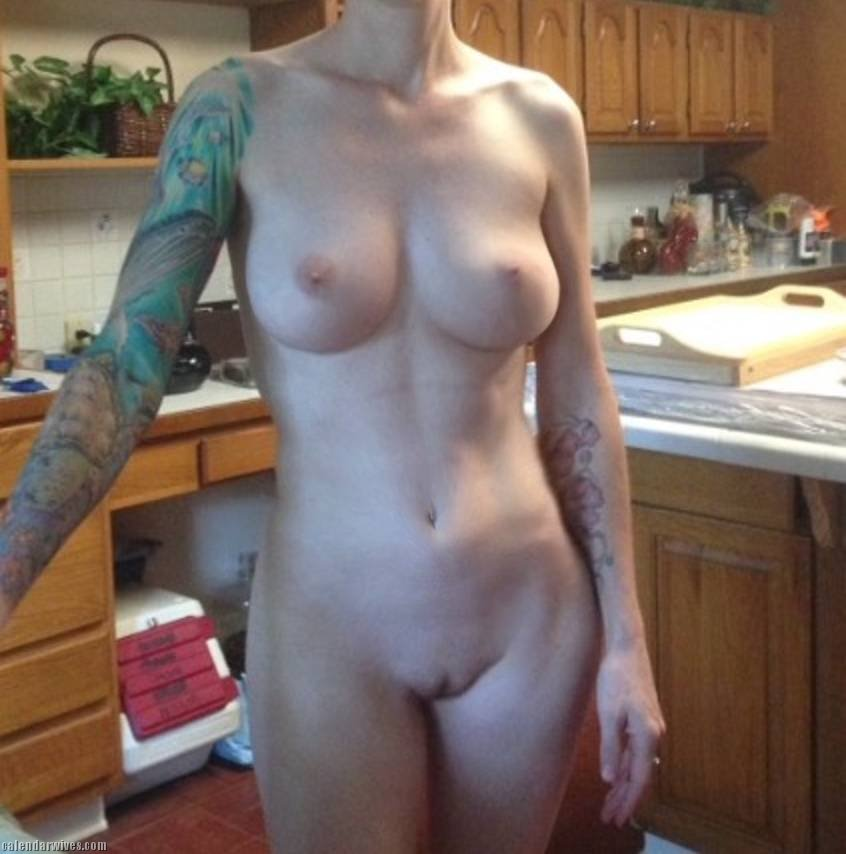 Rate my naked wife pic