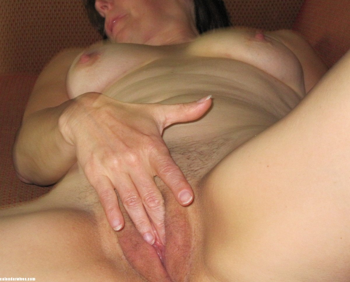 Amateur White Wife Cuckold